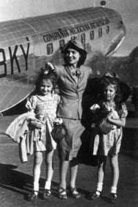 Elena Poniatowska arrives in Mexico in 1942 alongside her mother, Paulette Amor, and her sister, Kitzia Poniatowska