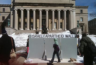 Anti-Israel display at Columbia University (Archive photo: Gilad Shai)