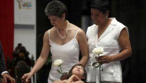 na de las primeras bodas gais en México DF en 2010. / REUTERS