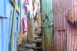 A child peeks out from her home in the slum Triángulo de la Solidaridad. Alberto Font/The Tico Times