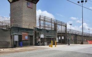 Exterior, en abril, de campos de detención en Guantánamo. / TOM VAN DE WEGHE