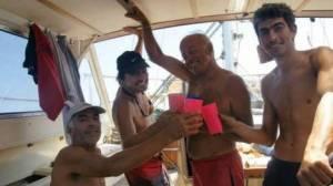 Los tripulantes a bordo del Maratonga antes de perder contacto con su familia. /www.bariloche2000.com